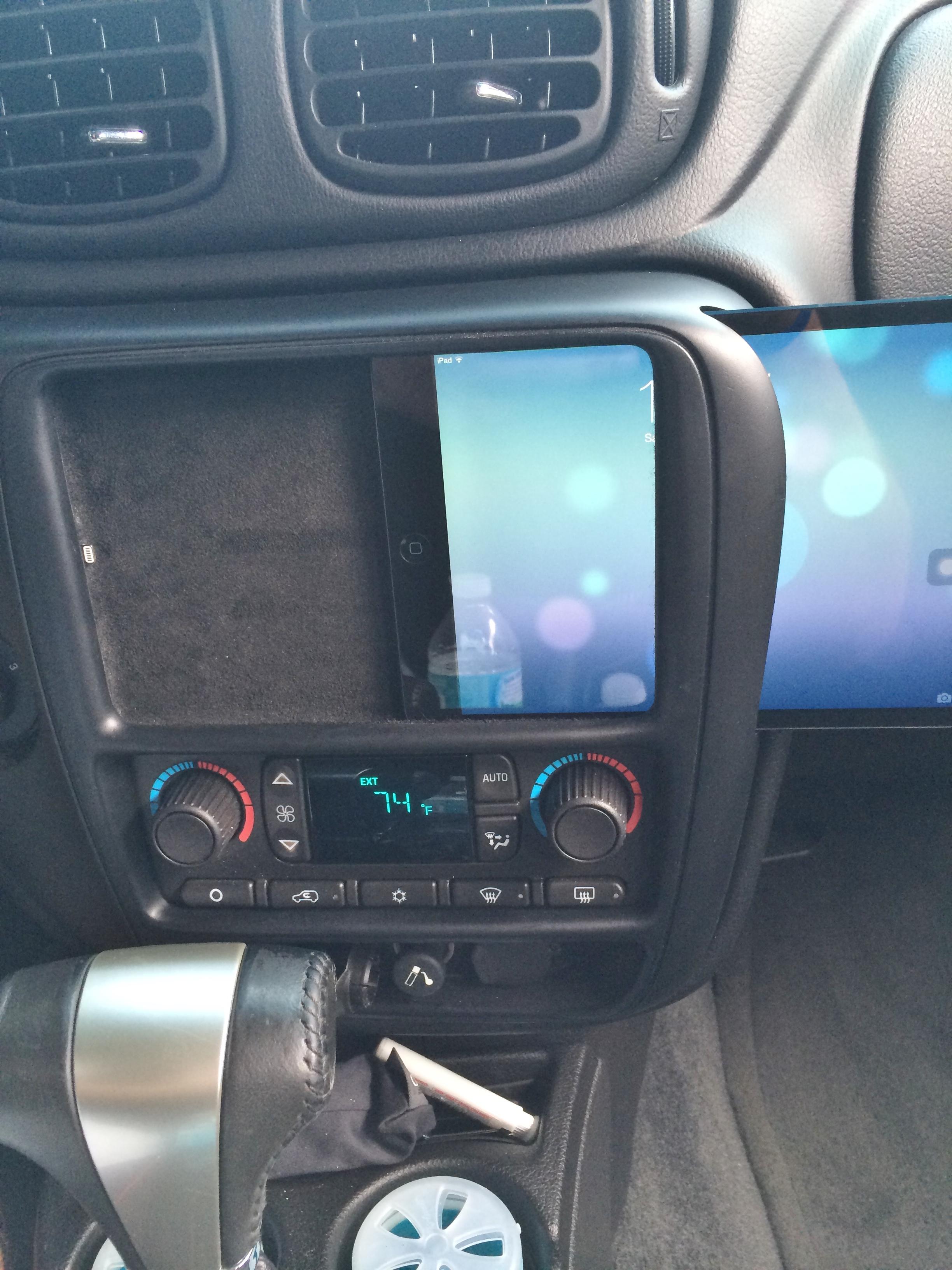 Chevrolet TrailBlazer SS - iPad Mini Sliding Into Dash ...