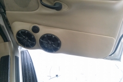 2000 Lincoln Navigator - passenger door speakers