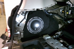 Infiniti QX56 - subwoofer installed in trunk