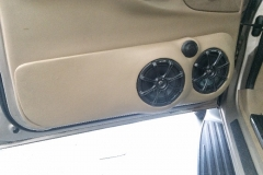 2000 Lincoln Navigator - drivers door speakers